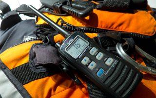 Radio vhf portatil seguridad en el kayak